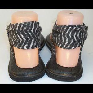 Sanuk Shoes - Women's sanuk yoga sandals, B & W size 9.5